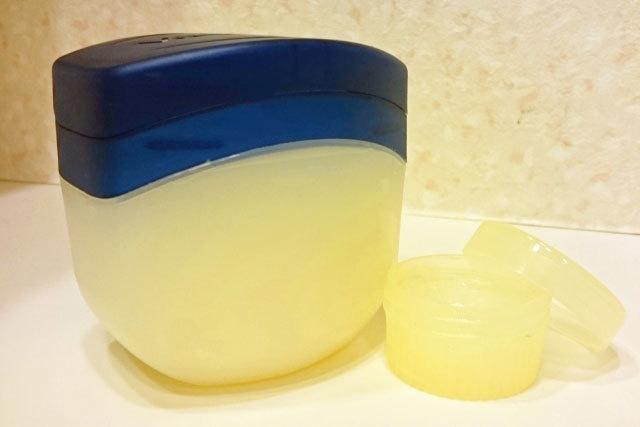 赤ちゃんにも使える乾燥肌対策「ワセリン」。保湿成分はない?本当の効果を解説