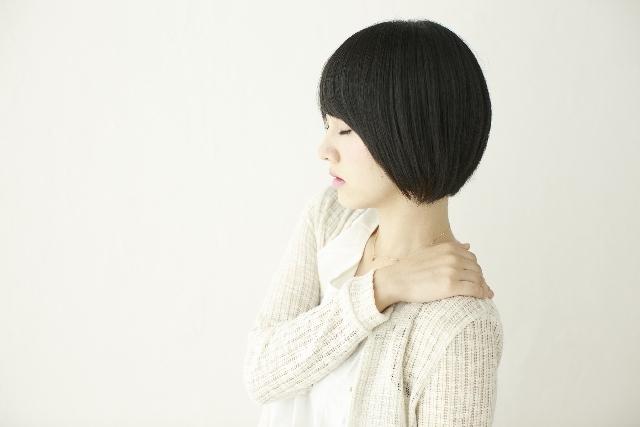 肩こり、腰痛に!手軽に試せる「ロイヒつぼ膏」の効果とは?