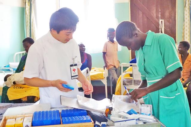 日本、インドネシア、ウガンダ…世界で活躍する薬剤師に聞く、日本赤十字社というキャリア①
