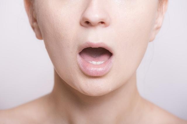 口内炎を早く治すには?効果的な治し方を医師が解説【口内炎の種類・原因も】
