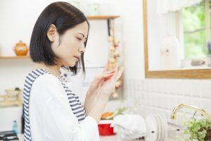 ひび・あかぎれにお悩みの方必見。市販薬10選と予防法を解説