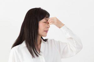 その眼精疲労はドライアイかも?医師が処方する目薬と市販目薬の選び方を解説