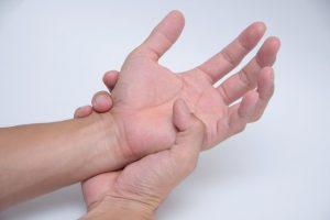 手の震えだけではない、パーキンソン病とは?様々な症状・特徴を徹底解説