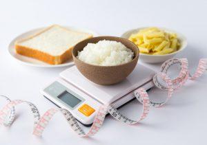 ご飯やパンに麺類。一日に必要な炭水化物の量とは?