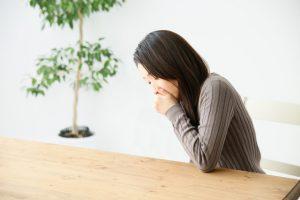 吐き気・嘔気(おうき)の原因は様々。原因別に何科にかかるべきかを解説