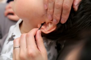 耳痛は危険信号?思い当たったら注意すべき、中耳炎の症状4つ