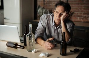 毎日の晩酌は要注意!アルコール依存症の症状と治療方法・対策