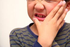 顔の腫れが出たらおたふくかも。おたふくかぜに特徴的な初期症状を解説
