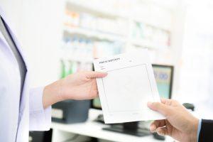 処方箋はどこの薬局でもOK?処方箋の見方や注意点を解説